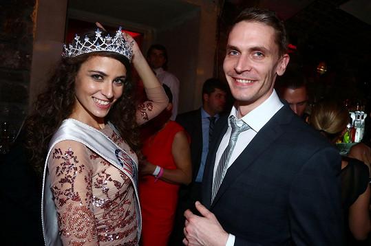 Tereza po korunovaci se svým přítelem Václavem. Před pěti měsíci oba jistě ani nenapadlo, že by mohl přijít rozchod.