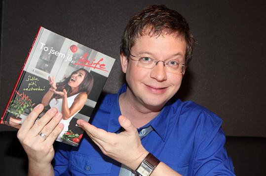 Křest knihy moderoval Aleš Cibulka, který je jako jeden z mála ještě upovídanější než hlavní aktérka večera.