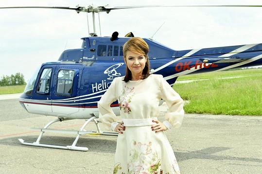 Jolana fotila modely Aleny Wilson na letišti v Hradci Králové.