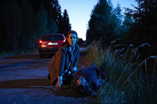 Nehoda, již herečka natáčela v 8. měsíci těhotenství, skončí tragicky.