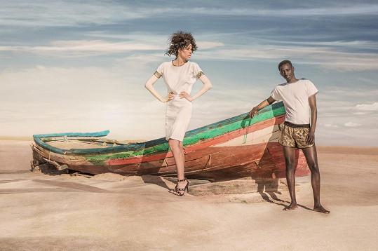 Kateřina Wohlmann Votavová fotila na Sahaře se svým africkým kolegou kolekci Michala Marka Bez hranic.