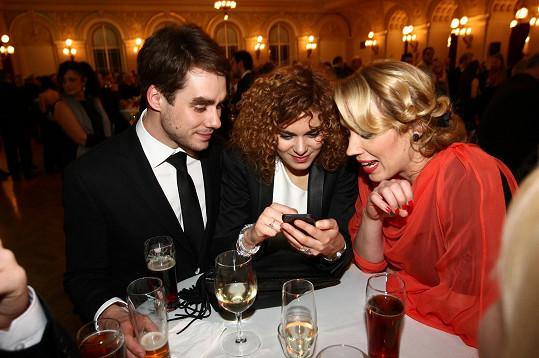 Na galavečer herečku nedoprovázel partner Matěj Dadák, společnost jí dělali kamarádi.