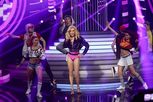 Cina v Tváři jako Madonna