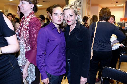 ...a Antonii. Na snímku s maminkou Vandou Hybnerovou