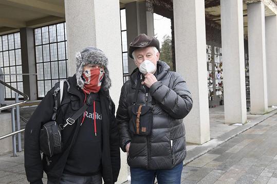 Sbohem přišli dát Stanislav Berkovec a Mirek Jakeš (vpravo).