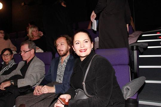 Přišli i kolegové z divadla Ungelt. Jitka Čvančarová a Milan Hein s partnerem Martinem