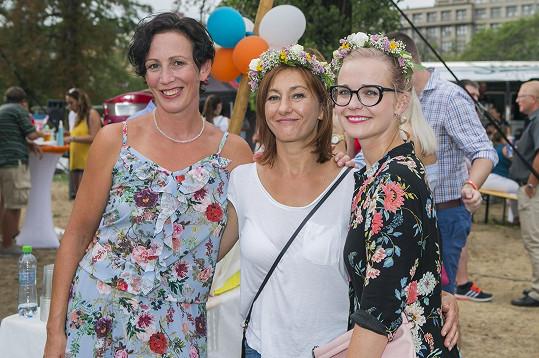 Kristýna Frejová, Vanda Hybnerová a Kristýna Kociánová (zleva)