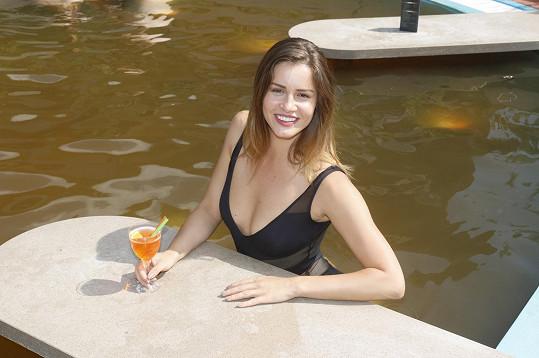 A když si k relaxu dala ještě koktejl, bylo to dokonalé.