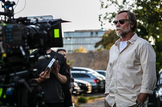 Karel Roden při natáčení filmu Promlčeno