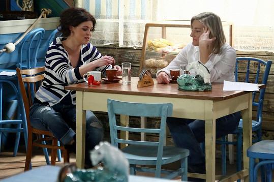 Stanková a Hybnerová hrají v seriálu sestřenice.