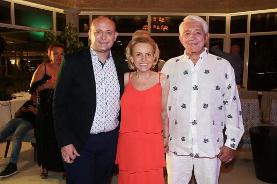Na soustředění do Tuniska přijeli na pozvání šéfa soutěže Davida Novotného, který také problémy kolem Hančina zdravotního stavu pomáhal řešit.