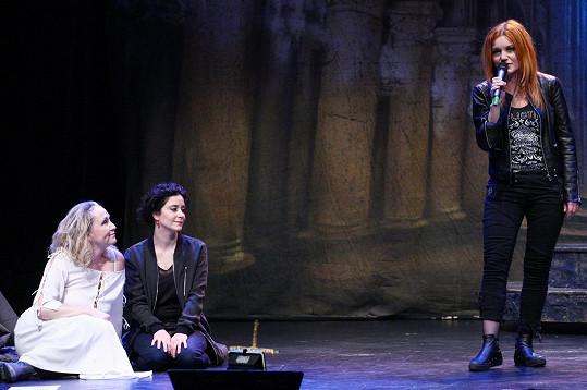 S další Johankou Lucií Šoralovou si poslechly její výkon.