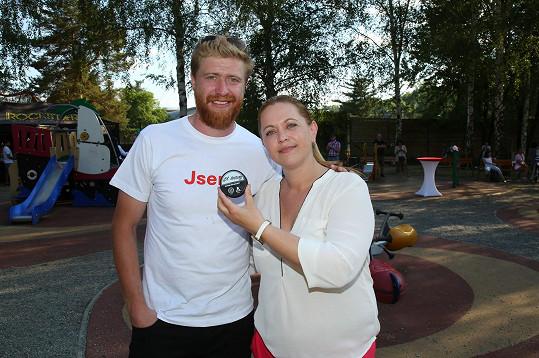 Hokejista Jakub Voráček se sestrou Petrou Klausovou