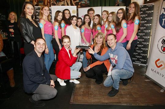 S finalistkami Dívky roku a korunkou pro vítězku
