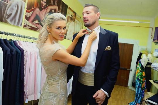 Petr se sladil s manželkou Romanou.