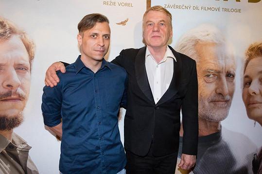 Se svým otcem a režisérem filmů Gympl, Vejška i nového snímku Cesta domů, kde si Tomáš po dlouhé době zahrál jednu z hlavních rolí.