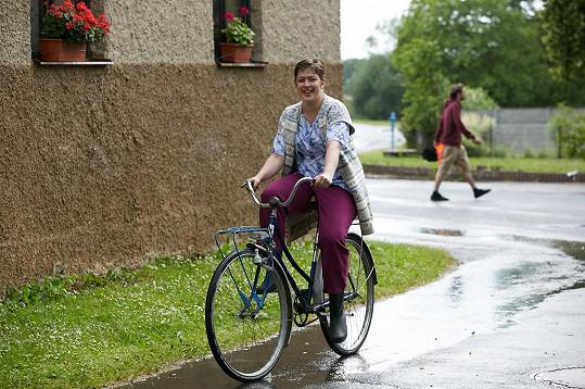 Anežka Rusevová teď na kole moc jezdit nemůže.