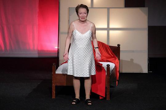 Herečka září v monodramatu o citovém vzplanutí starší dámy.