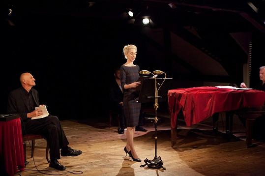 Opět Boone, tentokrát v představení Fools for Love s Martinem Hilským (vlevo), jež je příběhem o překládání sonetů do češtiny. Sonety byly zhudebněny skladatelem Danielem Dobiášem, se kterým Boone zpívá.