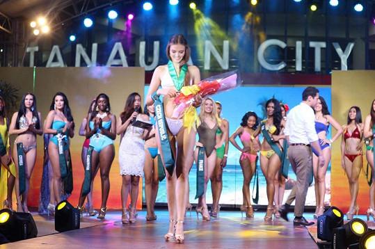 Vyhrála třetí místo v soutěži o nejkrásnější tělo Swimsuit competition.