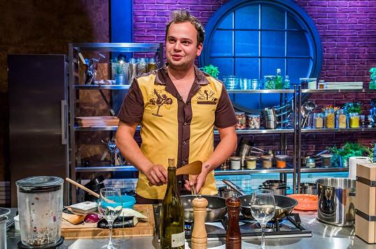 Daniel se pokusí uspět nejen vařením, ale i smyslem pro humor. V práci by se rád díval na servírky a kuchaře v plavkách.