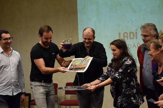 Míša Tomešová s Romanem Štabrňákem pokřtila Kalendář pomoci.