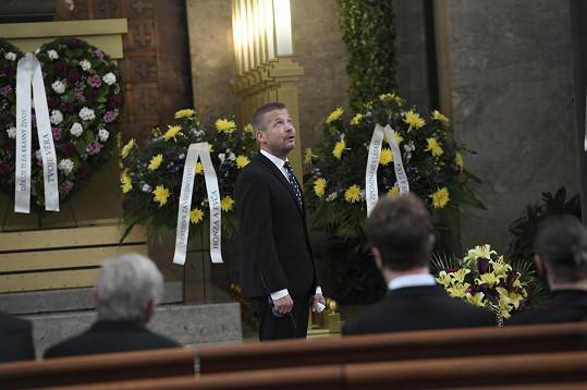 Syn Tomáš promluvil na pohřbu jako první a rozloučil se se svým otcem.
