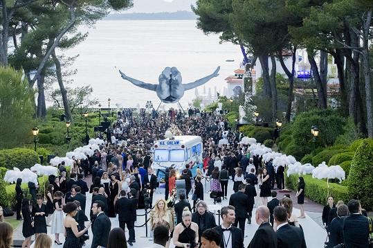 Večírek, pořádaný pro dobrou věc, se konal na Azurovém pobřeží.