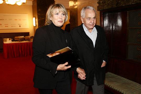 Eliška Balzerová si s manželem Janem vyšla na divadelní premiéru.