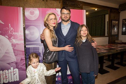 Syn Karla Svobody Petr s manželkou a dětmi