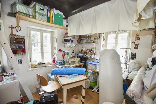 Rodina obývá pouze dvě malé místnosti.