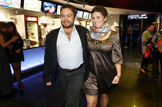 Josef Abrhám ml. vzal přítelkyni na premiéru filmu Anthropoid.