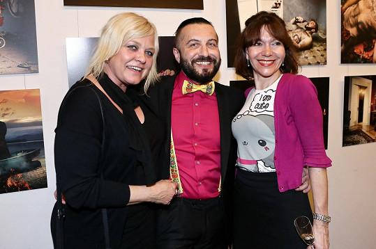 Míša Dolinová a Markéta Mayerová s fotografem