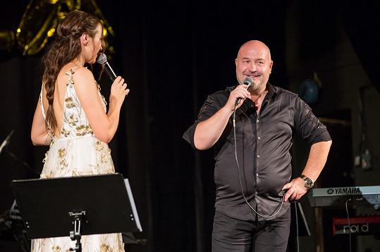 Michal David dal Kamile jednu z prvních šancí v šoubyznysu.