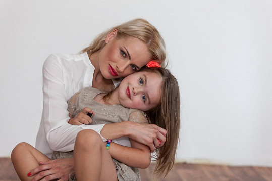 Divišová s pětiletou dcerou Natálkou