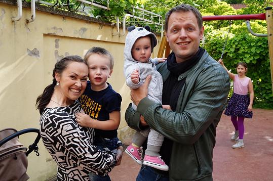Honza Kříž s manželkou Maruškou, synem Filipem a dcerou Aničkou