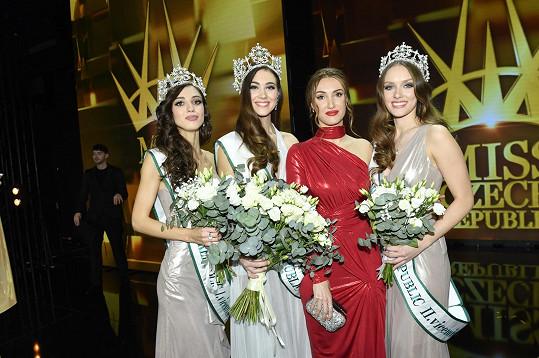 Ředitelka soutěže Miss Czech Republic Taťána Makarenko s vítězkami