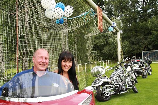 Jana i Michal jsou vášniví motorkáři, takže silné stroje nemohly chybět...