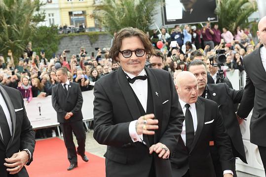 Na červeném koberci nechyběl ani Johnny Depp.