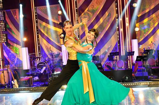 Poslední večer zatančila bývalá biatlonistka a její tanečník Martin Prágr waltz, který se nesl v duchu pohádky Princ Egyptský.