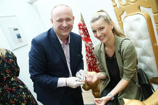 Veronika s ředitelem soutěže Davidem Novotným