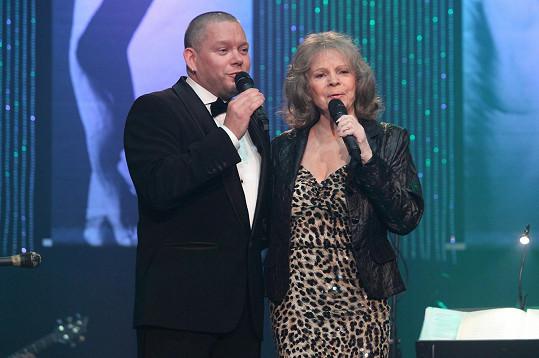 Matěj Ruppert si v Lucerně zazpíval s Evou Pilarovou.
