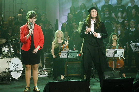 Anna K zpívala s nevidomou Kristýnkou.