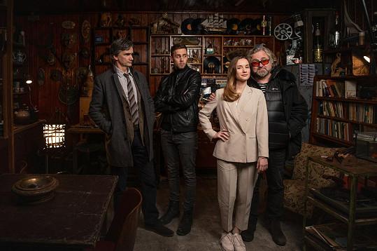 V seriálu Boží mlýny se v hlavních rolích představili také Martin Myšička a Eliška Křenková. Na snímku s režisérem Janem Hřebejkem.