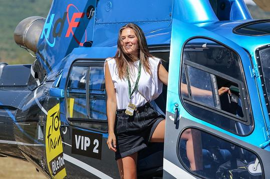 Část závodu Tour de France sledovala z vrtulníku.