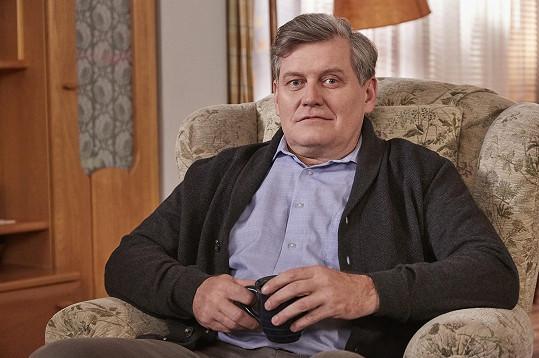 Její otec Miroslav Hanuš v nováckém seriálu působí už deset let. Diváci jej znají jako Tondu Hložánka.