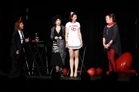 Vanda Hybnerová má s Dášou, Katkou Hrachovcovou a Jitkou Sedláčkovou velmi úspěšné divadelní představení Můžem i s mužem.