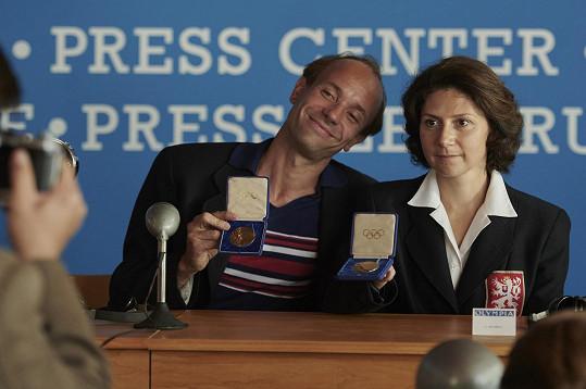 Václav Neužil a Martha Issová jako Emil a Dana Zátopkovi