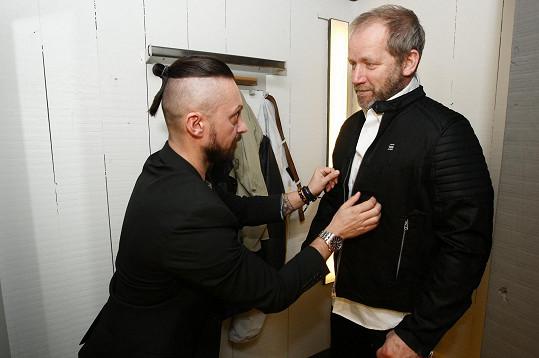 Radil mu i stylista.