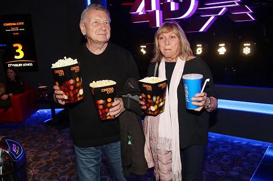 Premiéru si nenechal ujít například Josef Dvořák s manželkou Jarmilou.